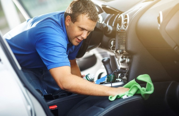 man-washing-cleaning-car-interior-wiping-leather-seats-760x494-1